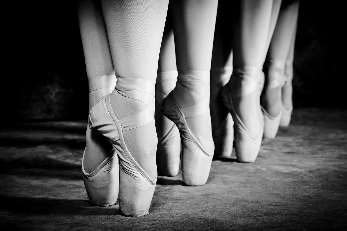 4 proste rady: z czym nosić białe buty i wyglądać świetnie