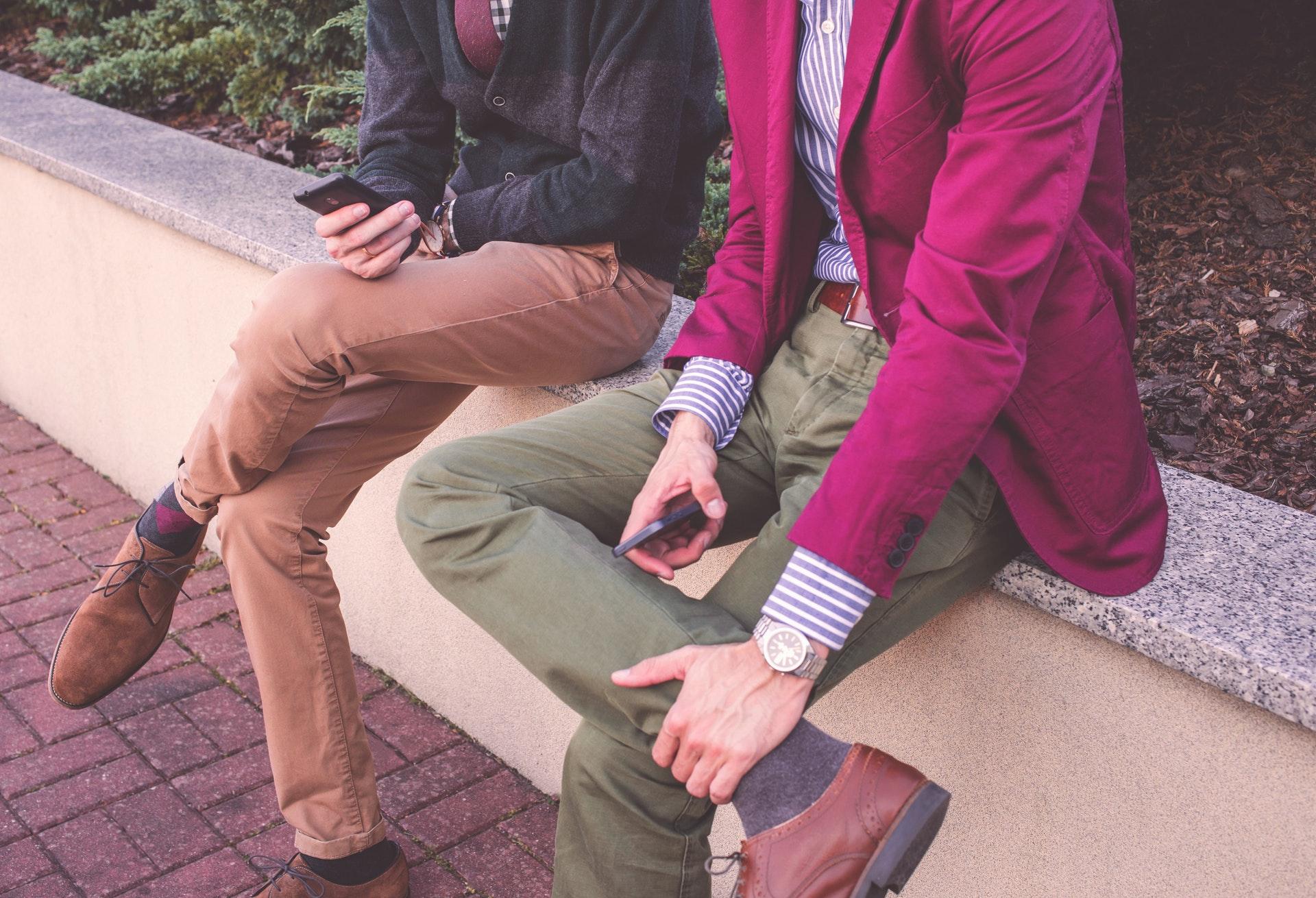 3 aktualne trendy z lat 90. w męskiej modzie casual