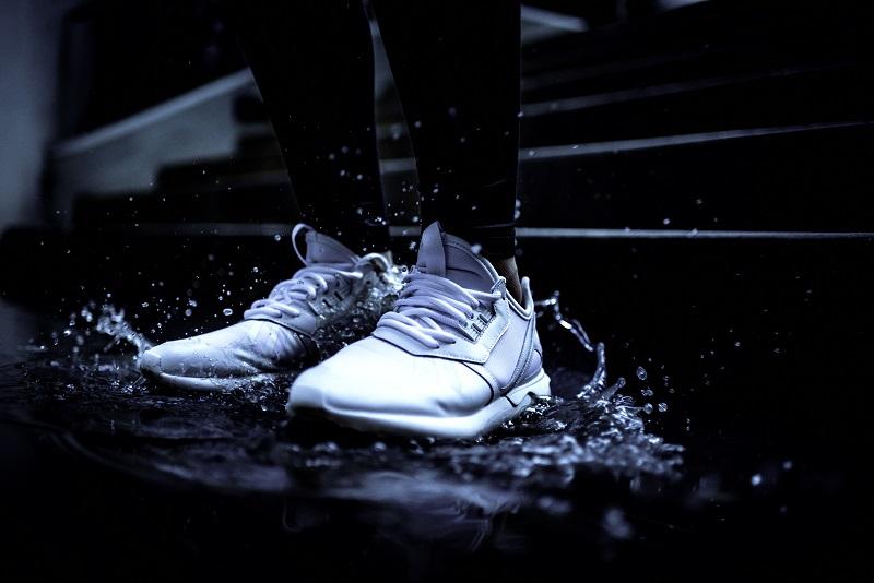 Lakierowane sneakersy