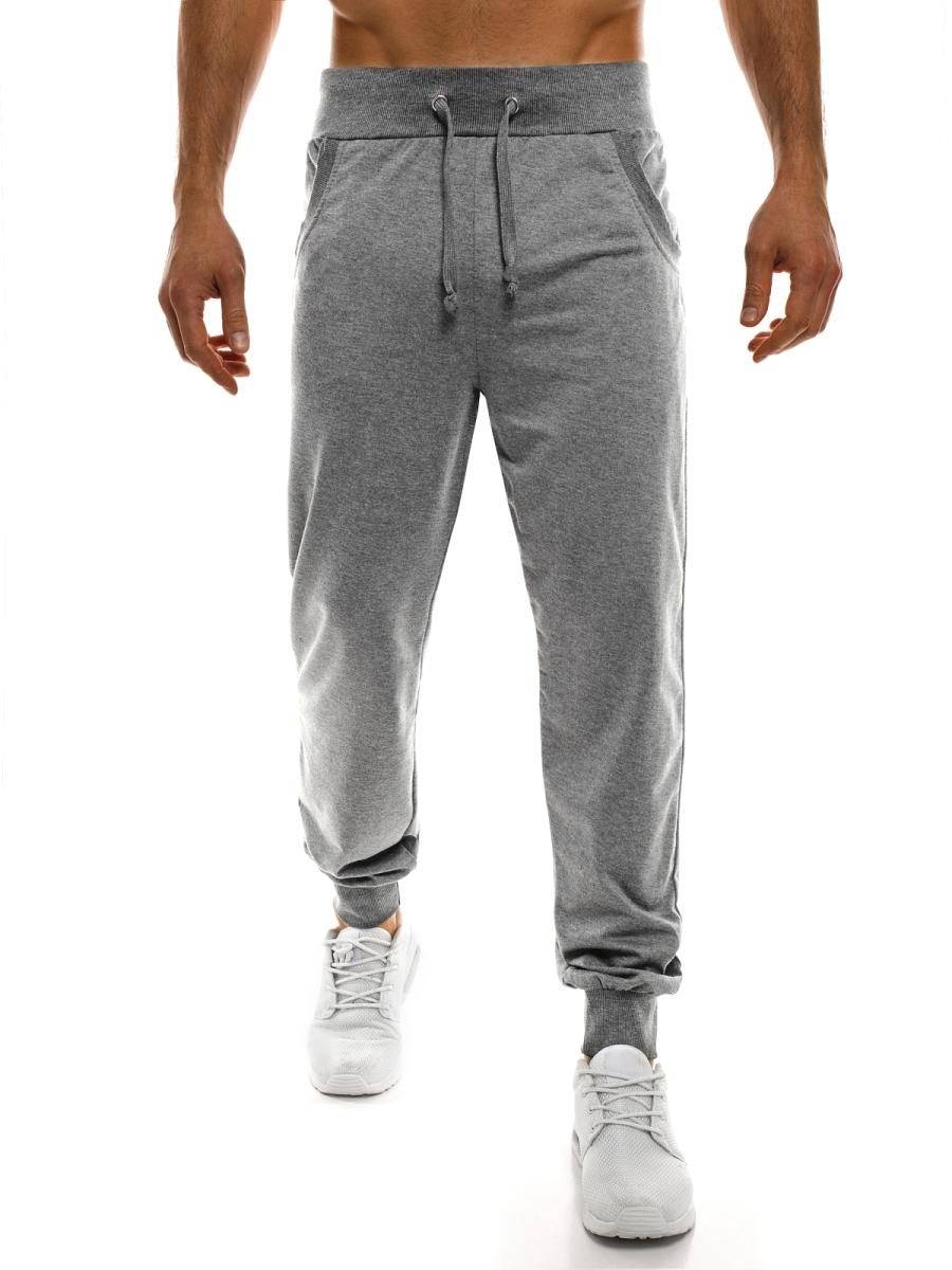 Gorący trend: spodnie dresowe wpuszczone w skarpetki
