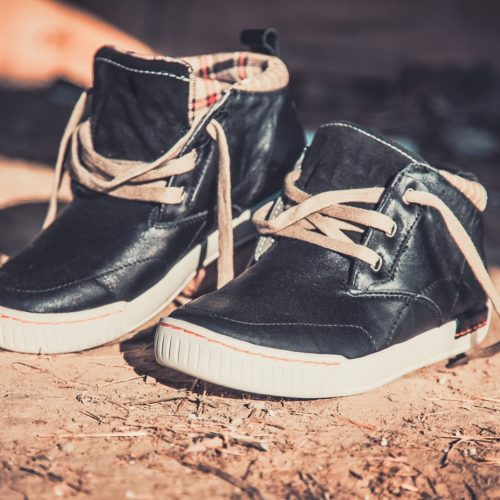 Wysokie sneakersy – idealne buty na jesień
