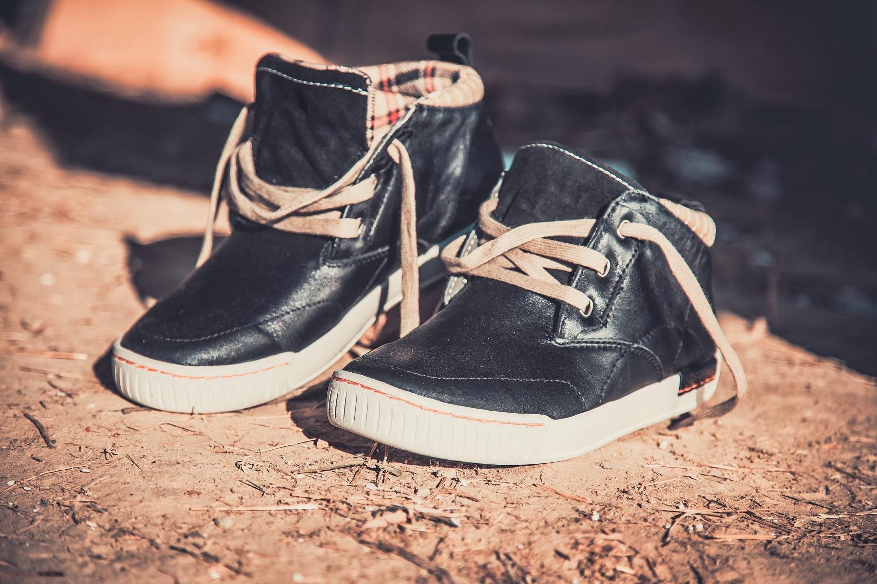 Wysokie sneakersy – idealne buty na jesień?