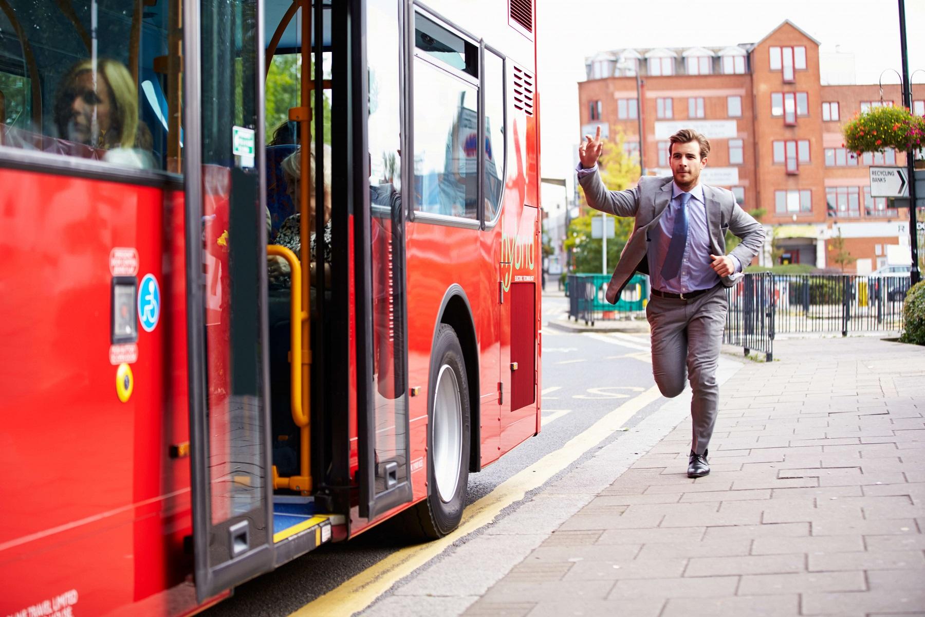 Stylizacja do pracy dla spóźnialskich, czyli jak się ubrać w 2 minuty?
