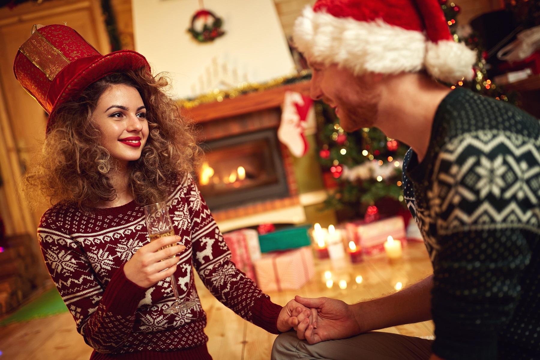 Świąteczne swetry dla par – hit czy kit?