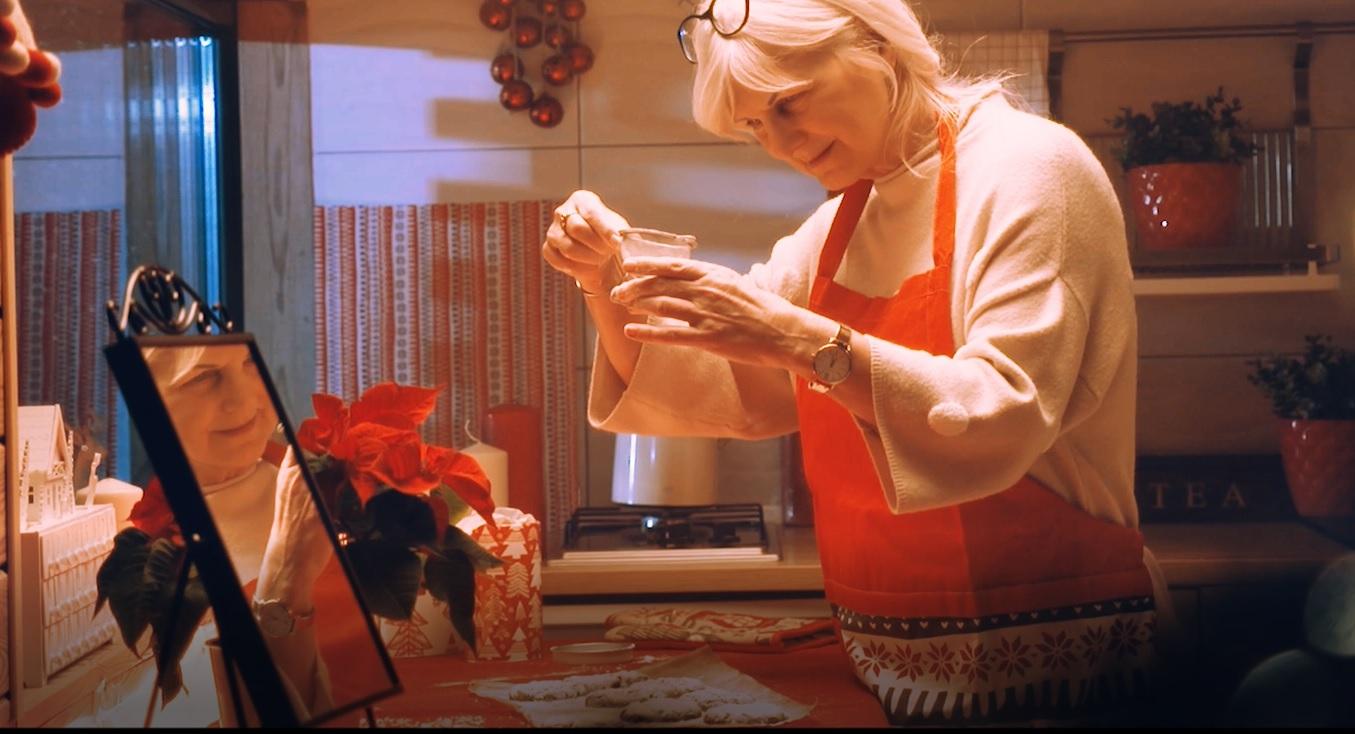 """""""Więcej niż prezent"""" – film Ozonee przypomina o magii świąt"""