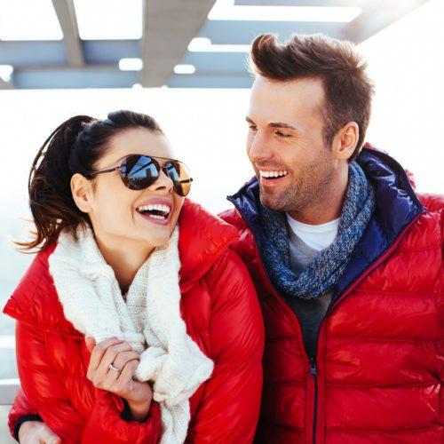 Zimowa energia - czerwona kurtka męska w miejskim wydaniu