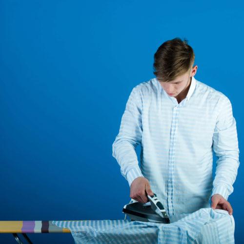 Jak prasować koszulę z długim rękawem?