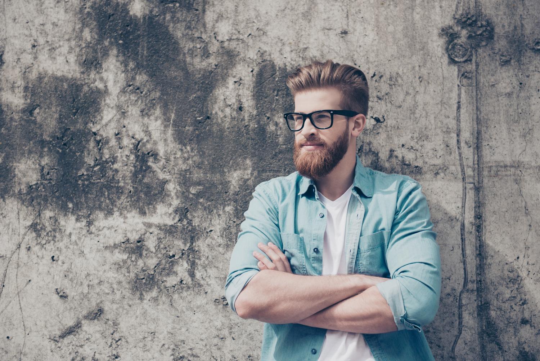 Jak podwijać rękawy w męskiej koszuli?