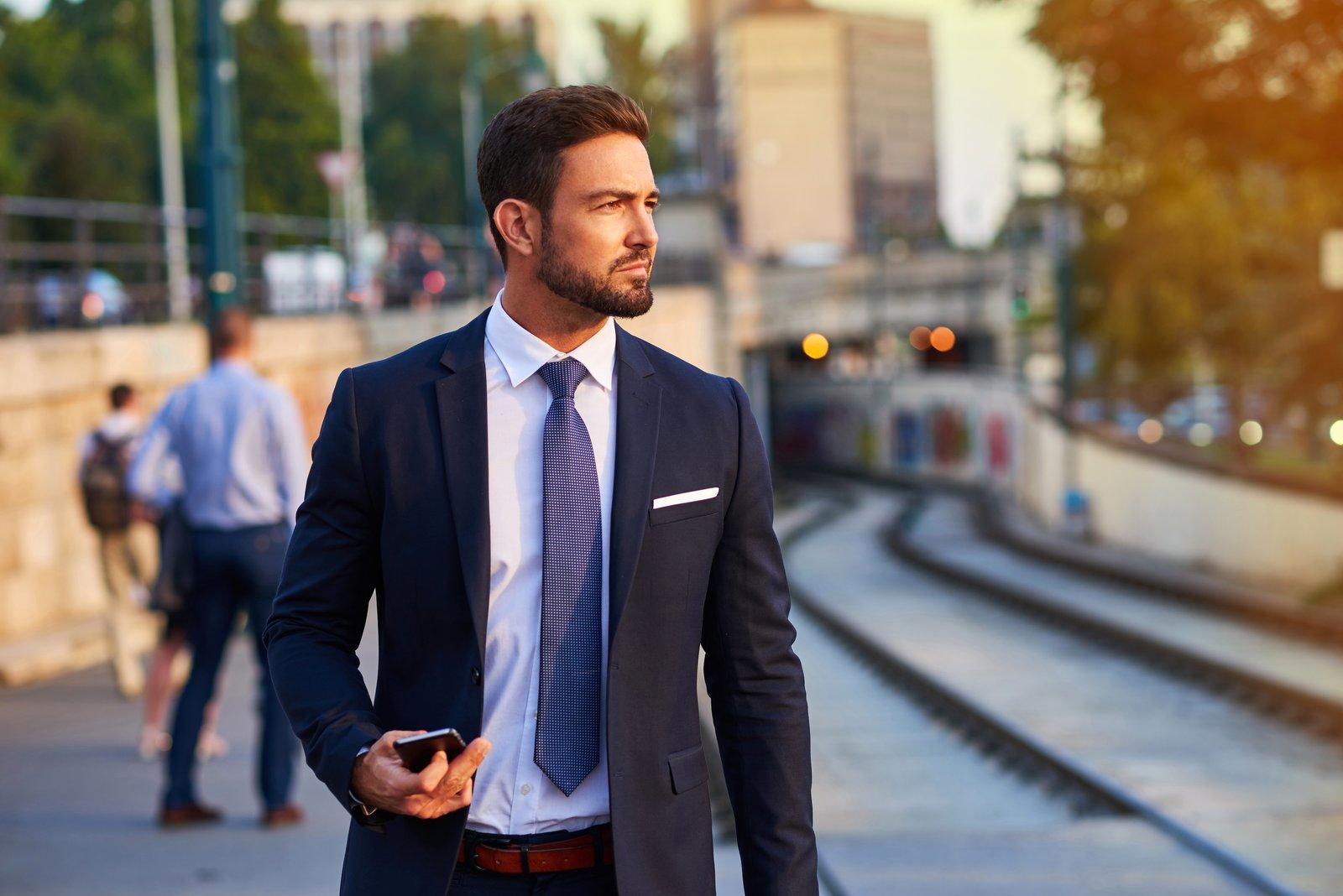 Długość krawata: dokąd powinien sięgać zawiązany krawat?