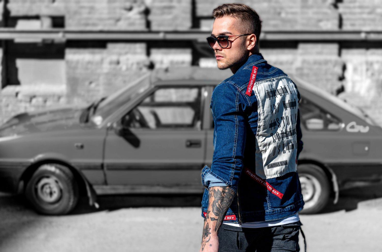 Kurtka jeansowa męska: do czego pasuje i z czym ją nosić?
