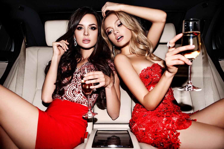 Gorące Instagramy gwiazd filmowych – które aktorki warto śledzić?
