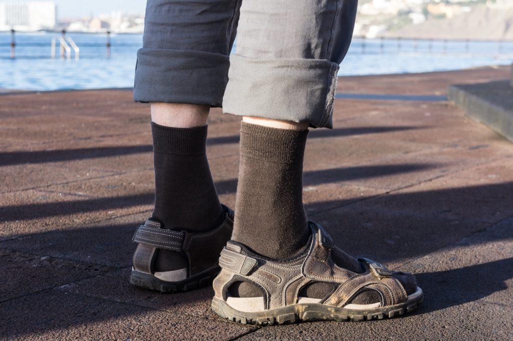 janusz na wakacjach skarpety i sandały