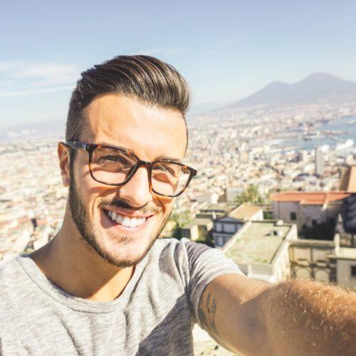 Stylowy bloger selfie