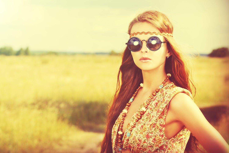 Hipiska w okularach lenonkach