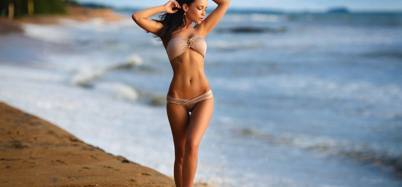 Seksowna kobieta w bikini