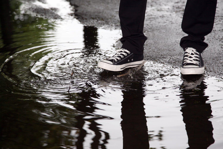 Jak szybko wysuszyć buty? 3 sposoby na osuszenie mokrego obuwia