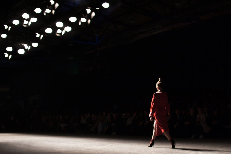 4 znanych projektantów mody, których musisz kojarzyć