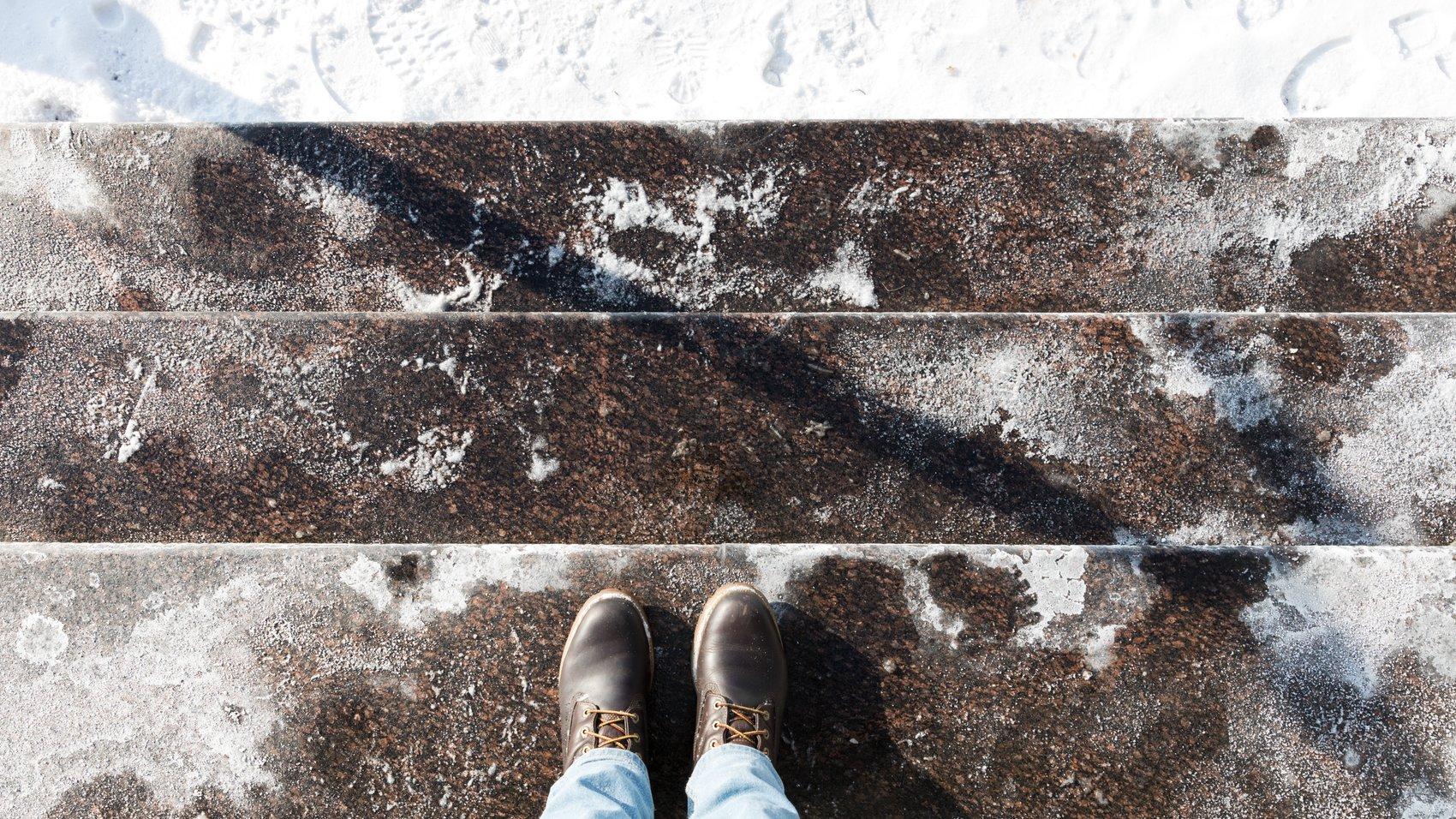 Jak pozbyć się soli z butów? Sprawdzone sposoby