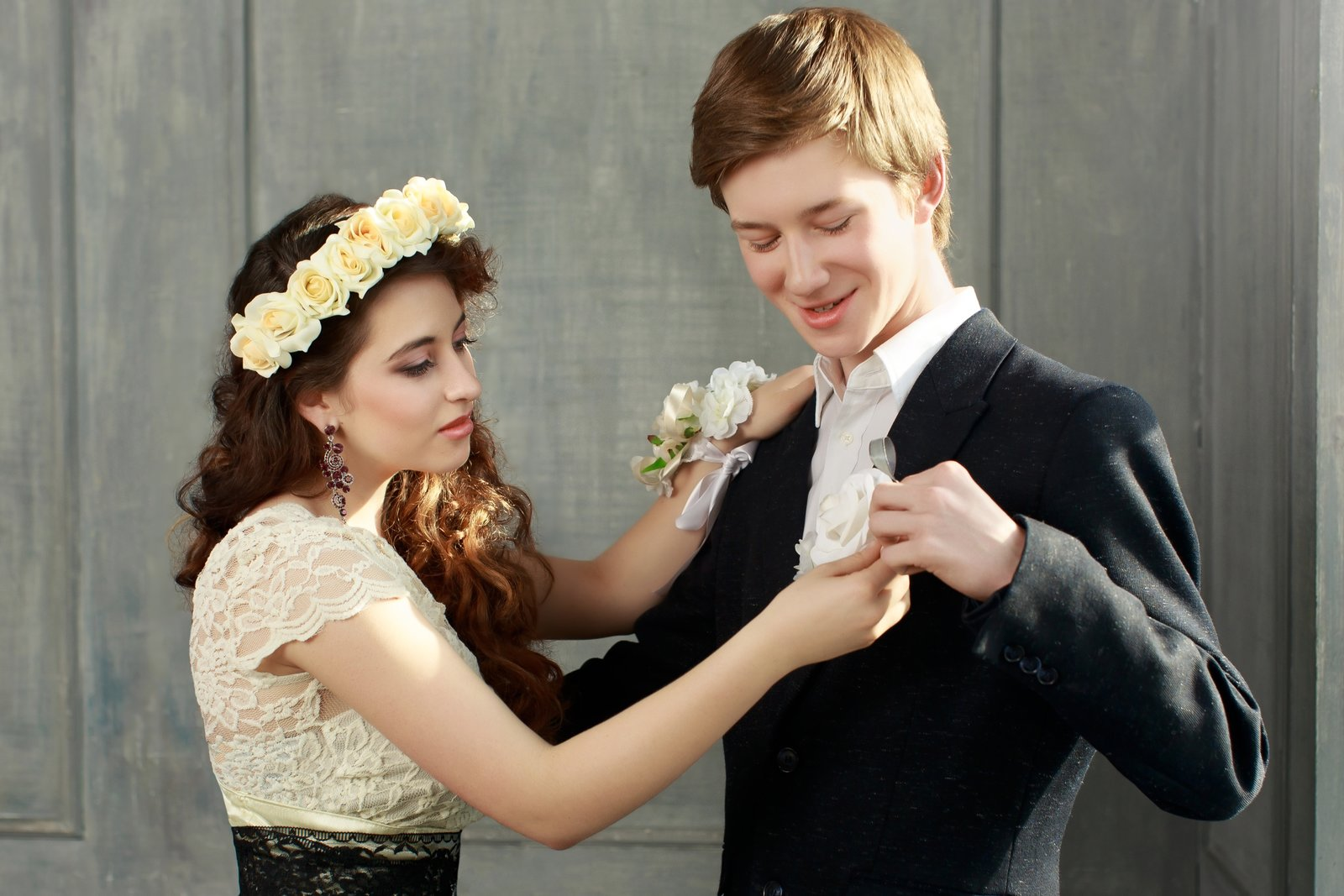 Lekcja savoir vivre – jak zaprosić dziewczynę na studniówkę?