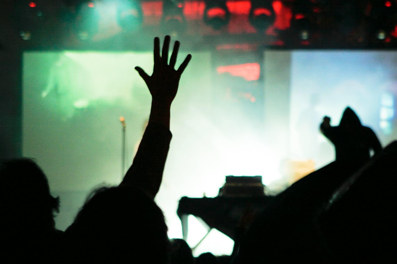 Jak się ubrać na koncert hip-hopowy?