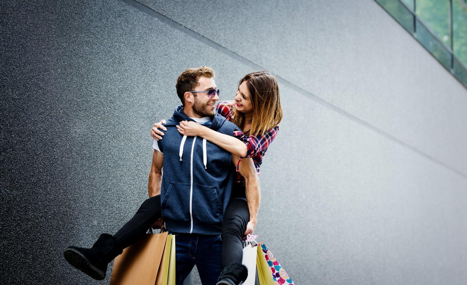 Para podczas zakupów