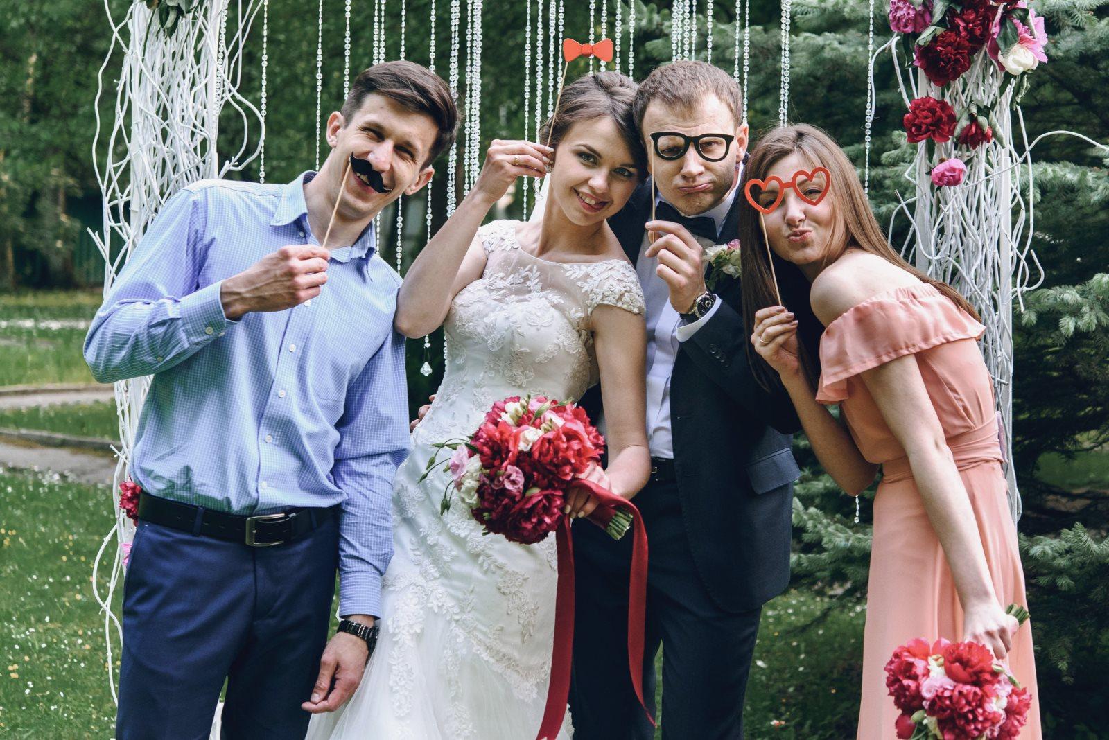 Jak się powinien ubrać facet na wesele jako osoba towarzysząca?