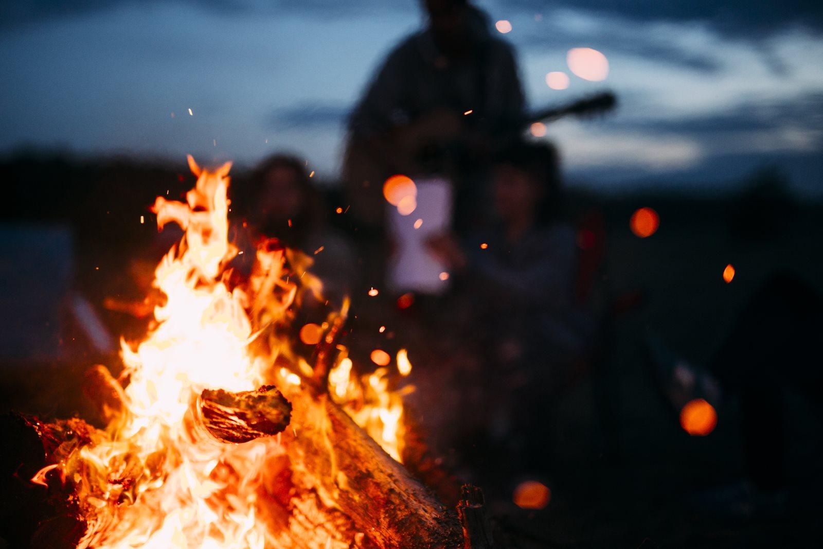 Tak nie za ciepło i nie za zimno, czyli jak się ubrać na ognisko?
