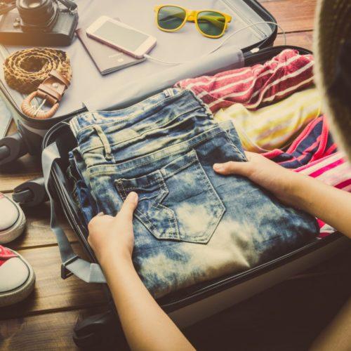 Wakacyjna walizka, ubrania na wakacje