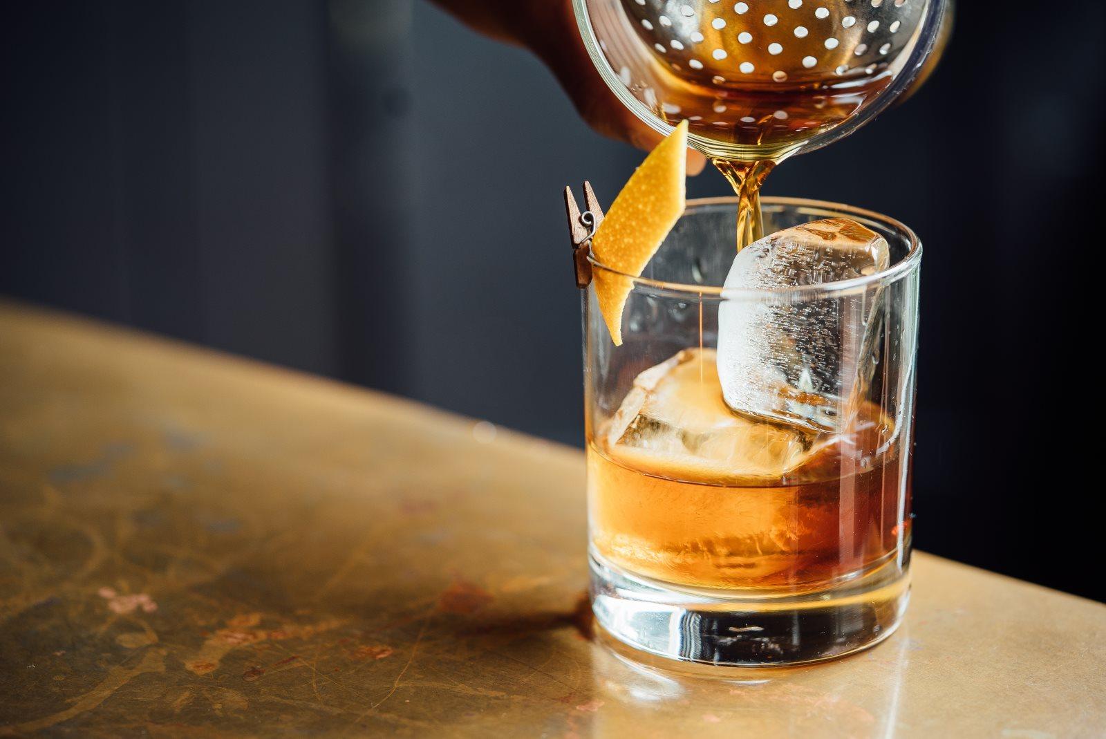 Z czym pić Whisky (zamiast coli)? 5 sprawdzonych drinków