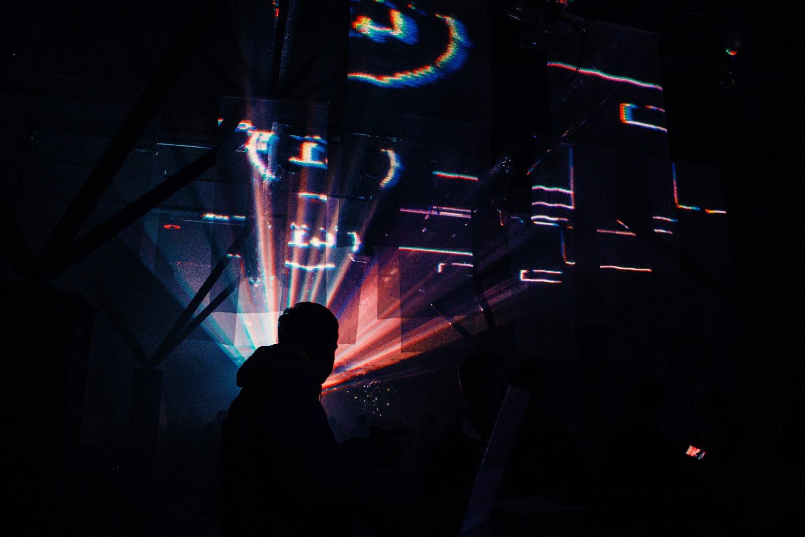 Wixa, rave i techno-style. Jak się ubrać na imprezę techno?
