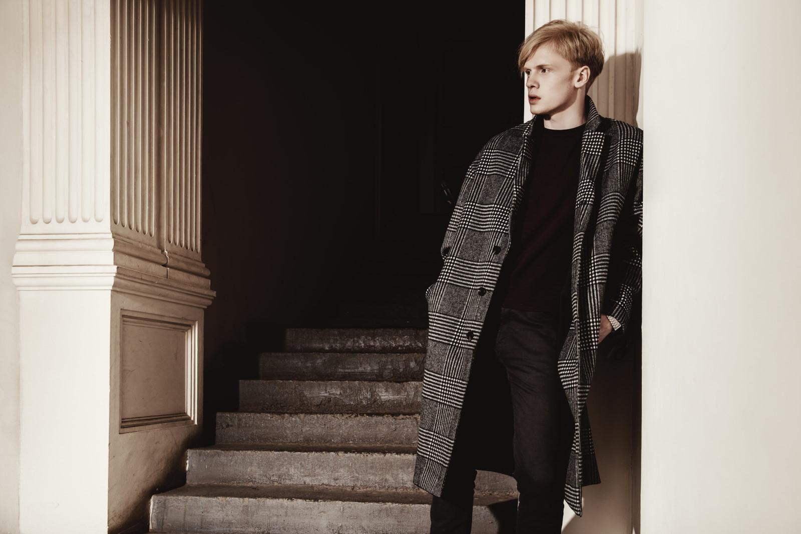 Płaszcz męski w kratę – z czym nosić?