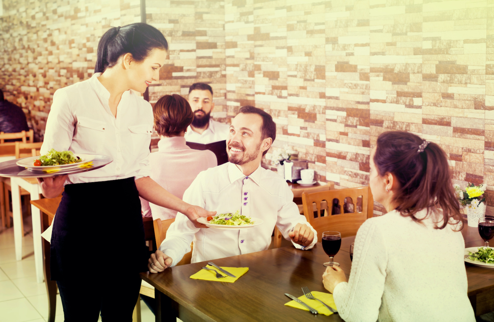 flirt z kelnerką