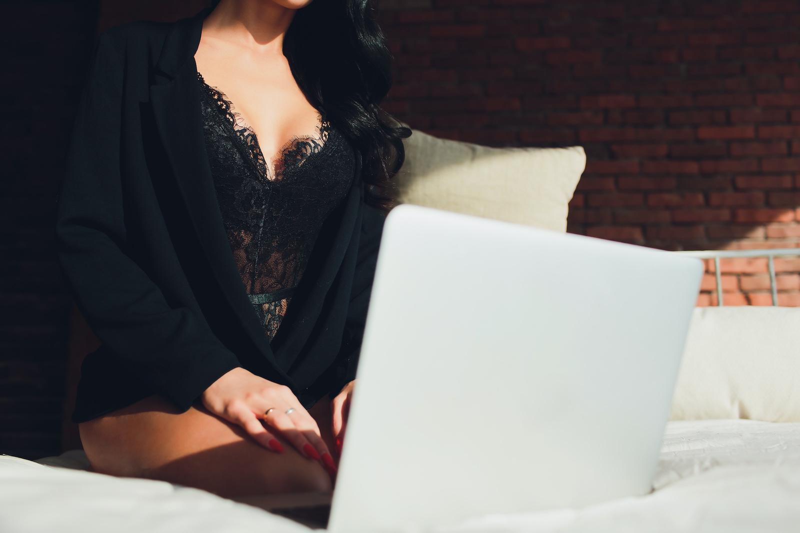 Miłość w czasach kwarantanny – gdzie poznać dziewczynę online?