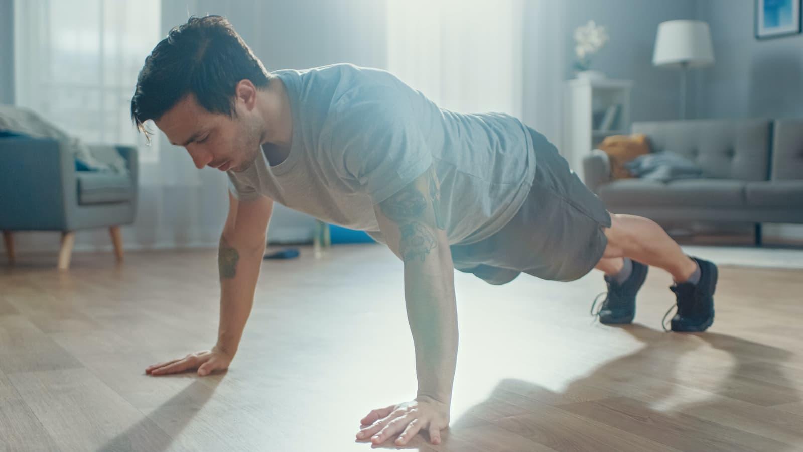 Trening w domu. 3 zestawy ćwiczeń