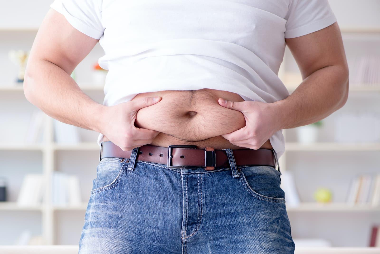 Jak ukryć wystający brzuch?