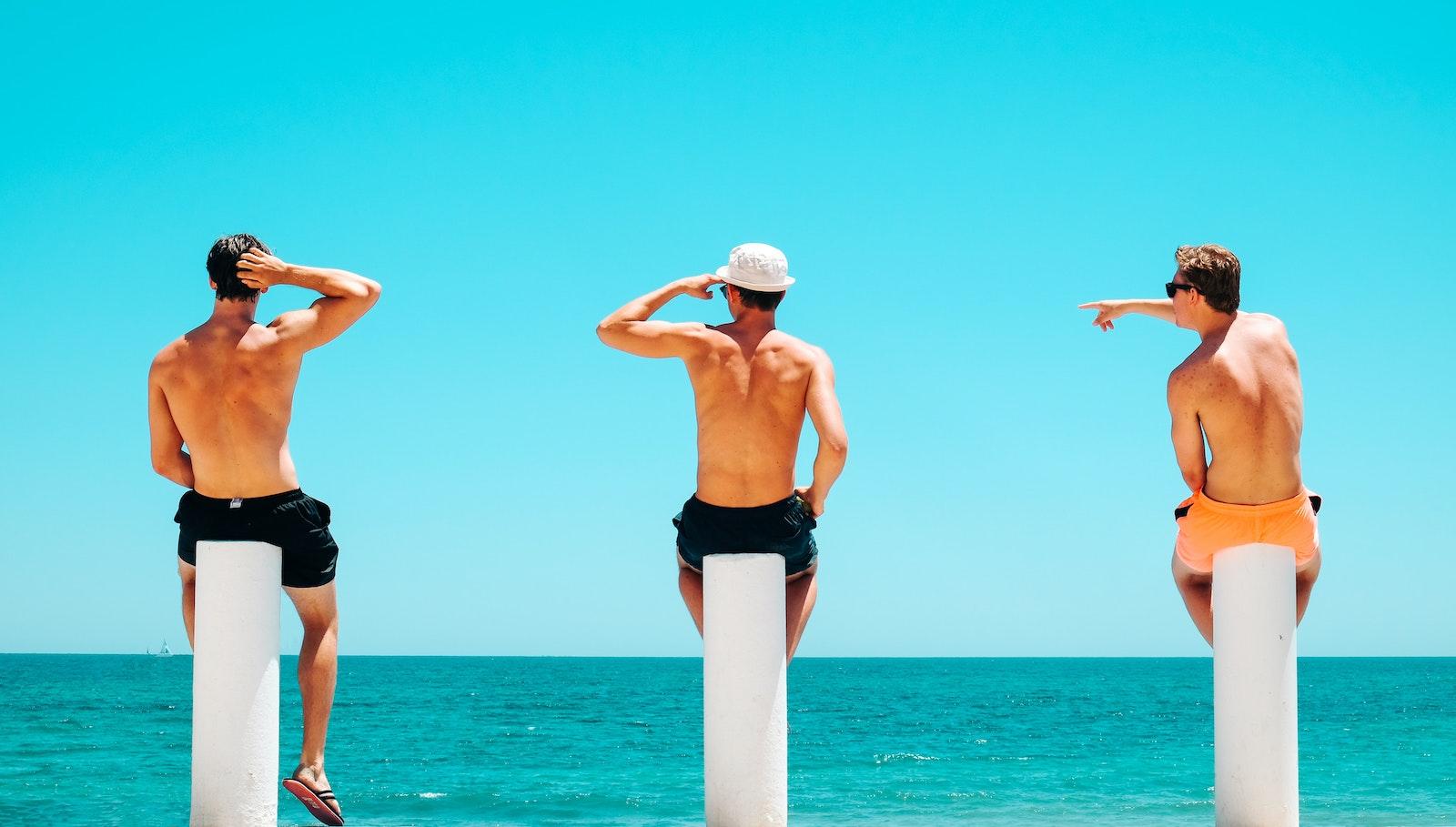 5 rzeczy, które musisz mieć w swojej szafie na wakacje