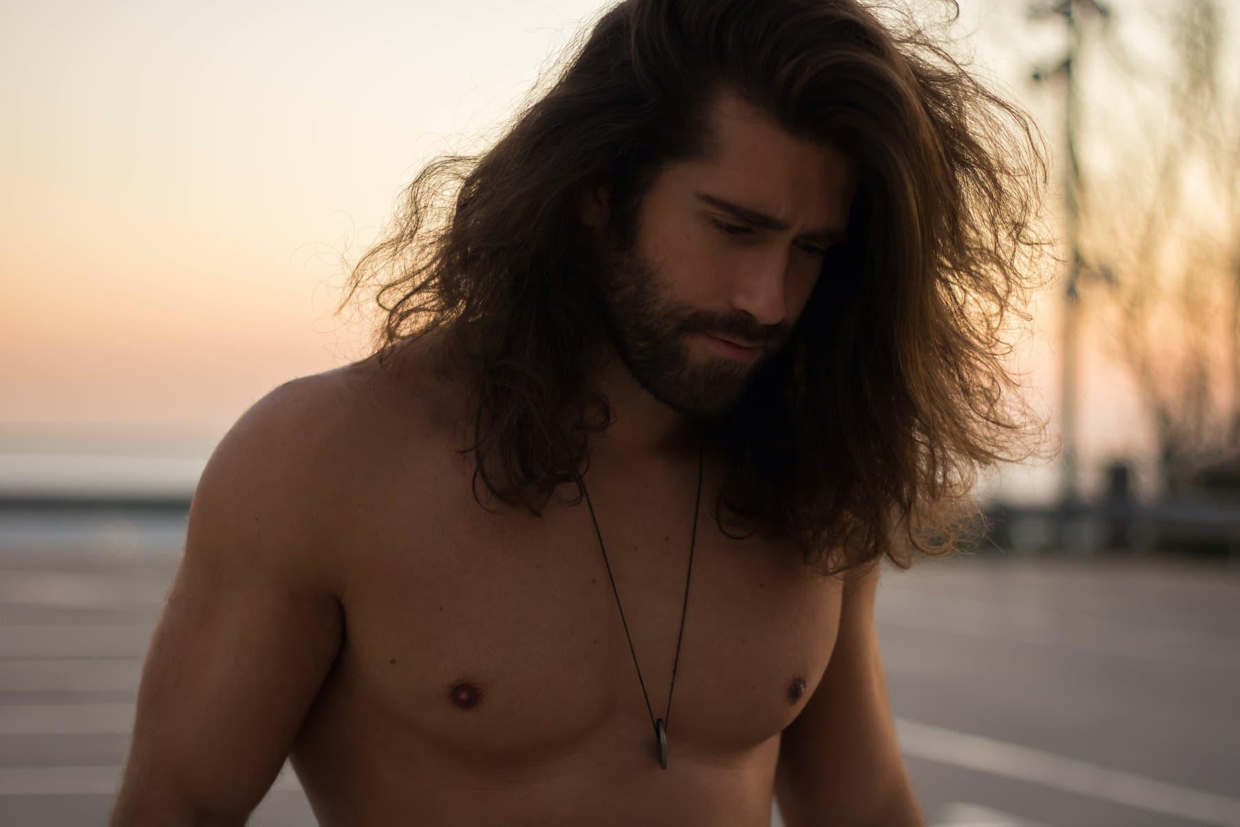 Długie włosy u faceta. Hit czy kit?