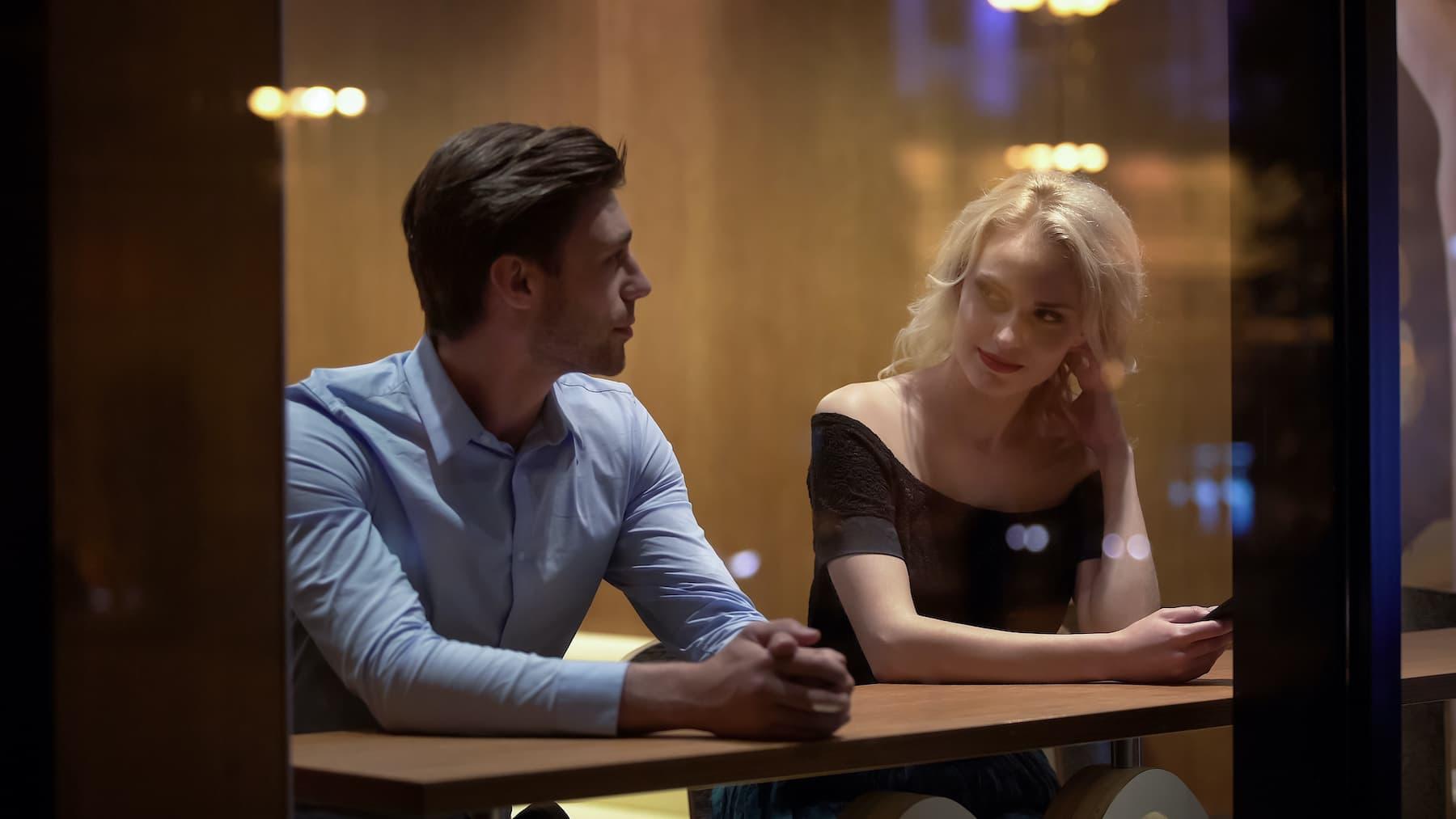 Flirt z zajętą dziewczyną. 4 za i przeciw
