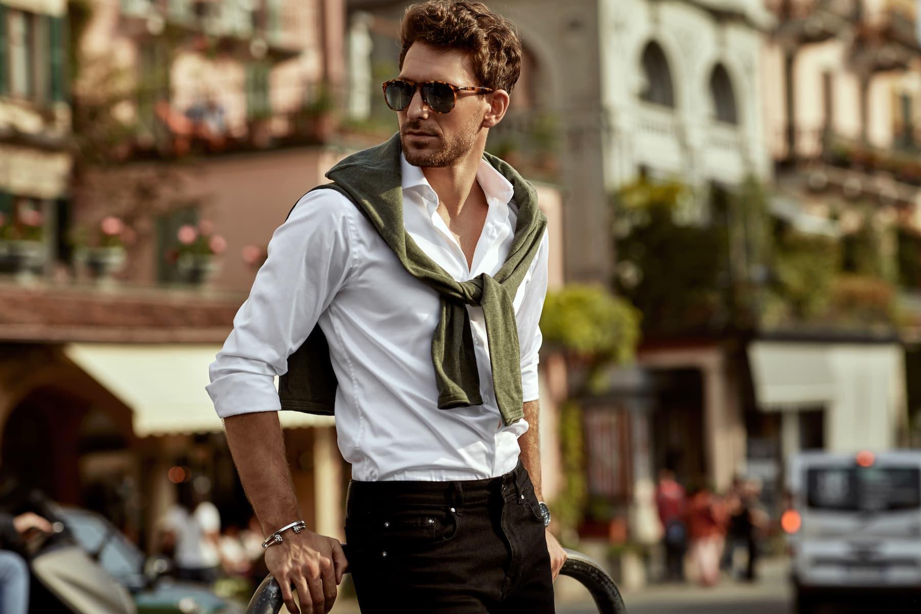 Męska koszula: wpuszczać w spodnie czy nie?