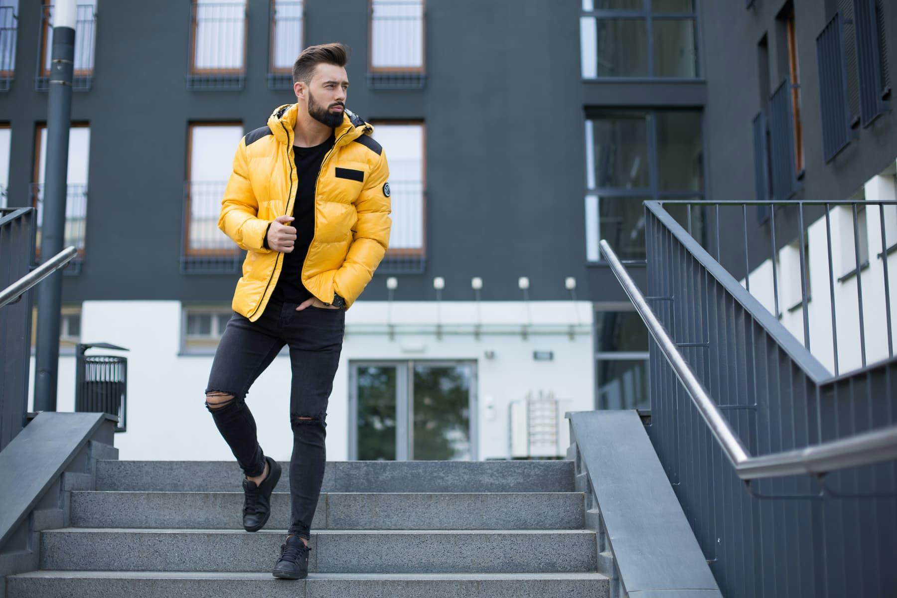 Najmodniejsze kurtki i płaszcze męskie na jesień i zimę 2020 – noś się stylowo!