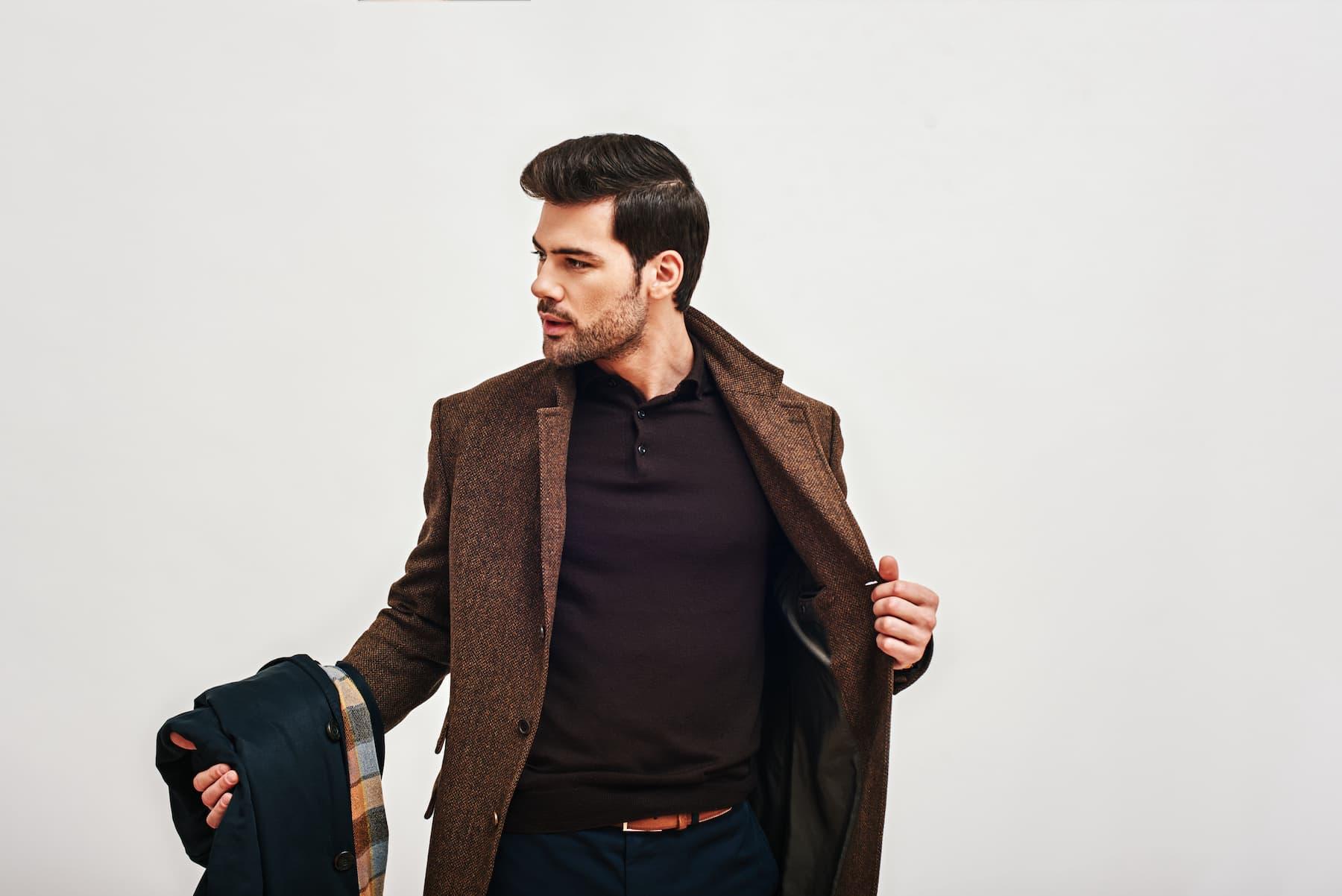 Co włożyć pod zimowy płaszcz męski?