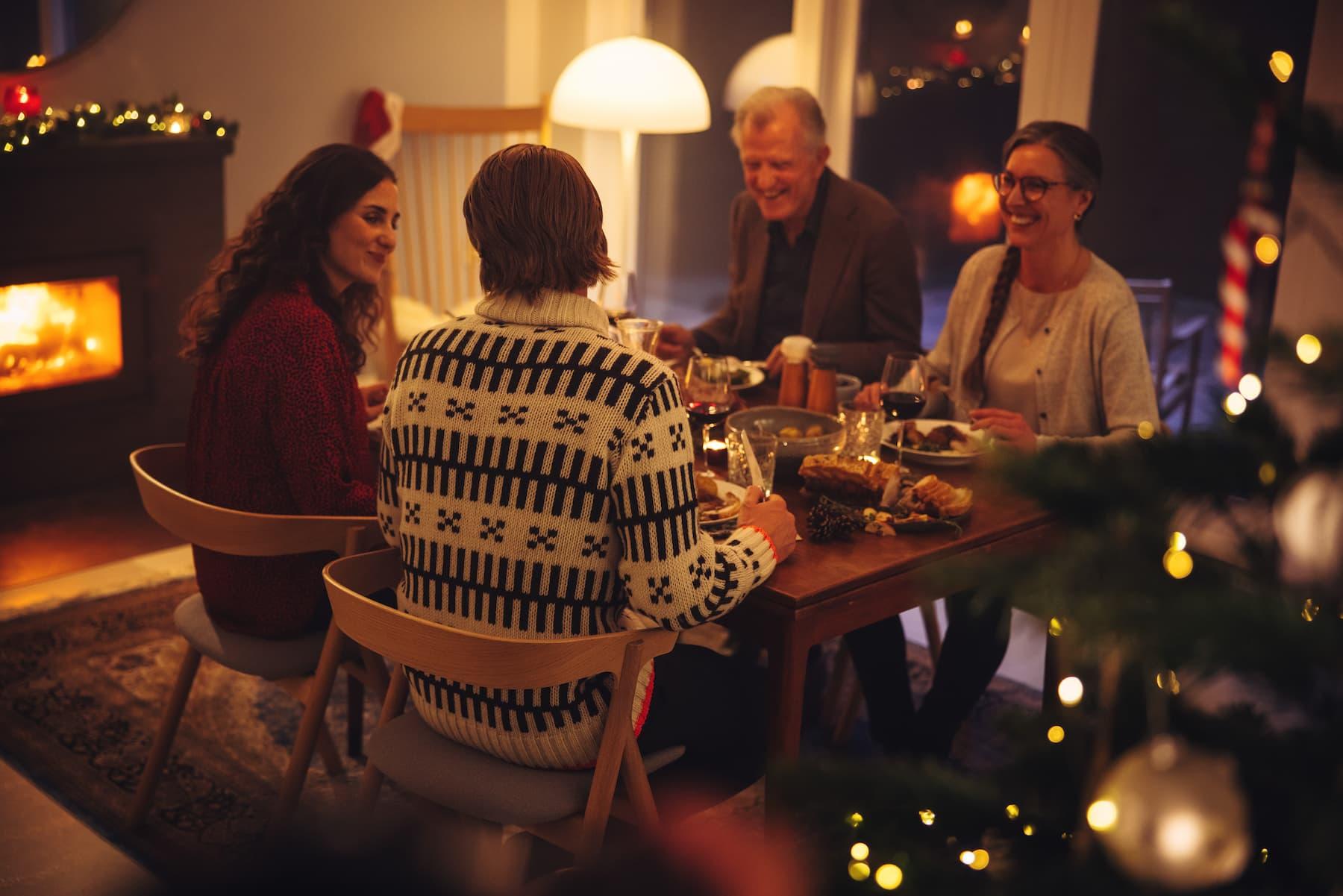 Pierwsze Święta u niej w domu. Jak się zachować, żeby dobrze wypaść?