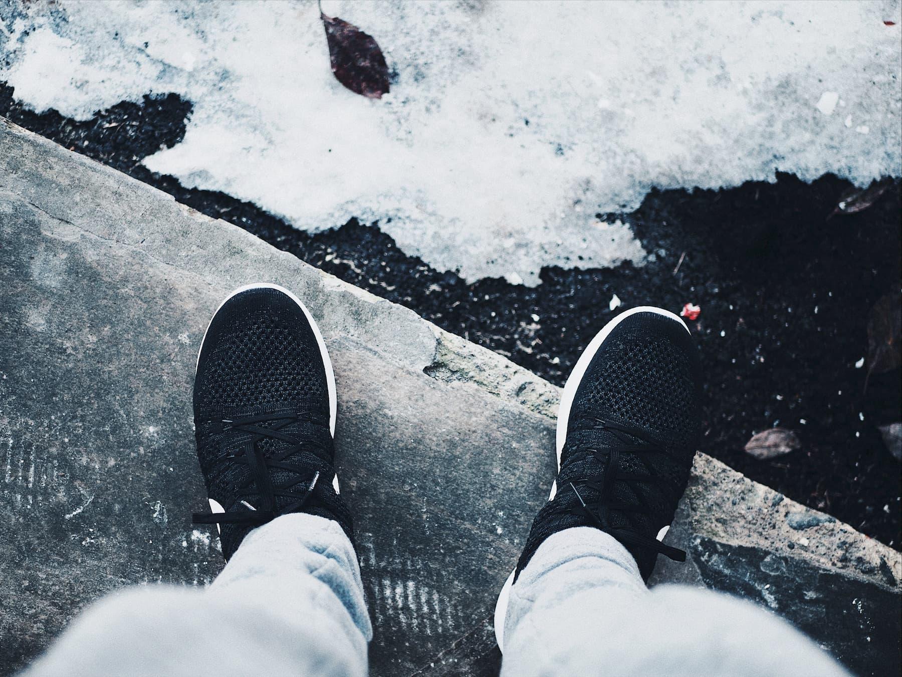 Czy i jak nosić sneakersy i trampki zimą?