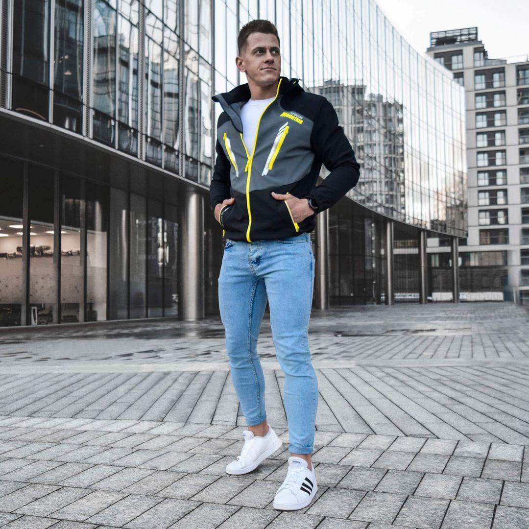 jasne, niebieskie jeansy