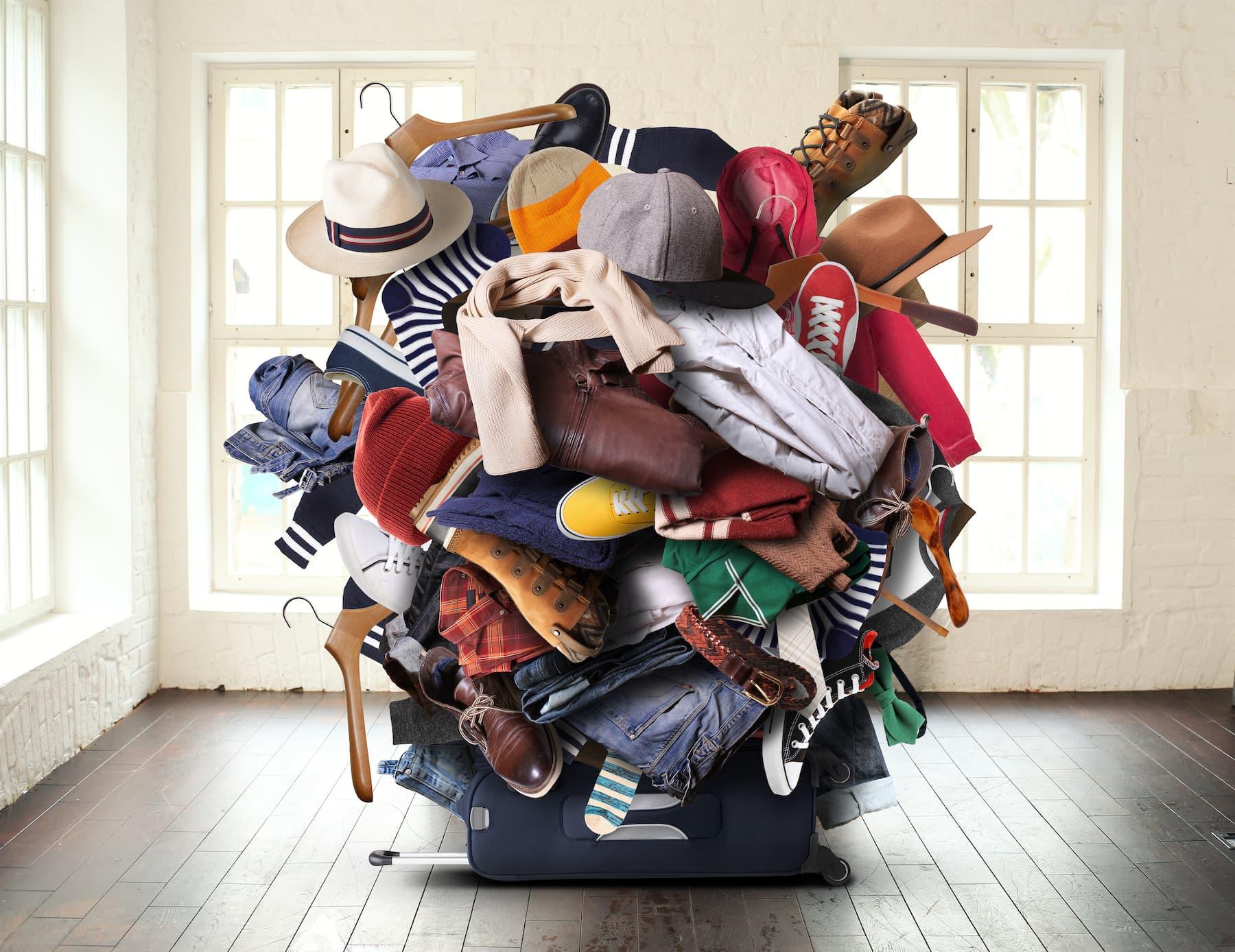 Poradnik ergonomicznego składania. Jak składać ubrania i zaoszczędzić miejsce w szafie?