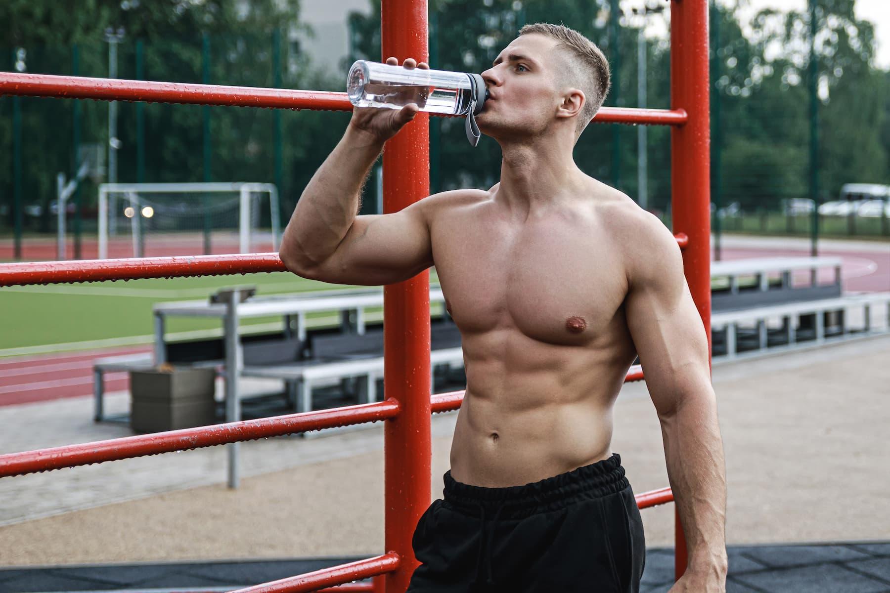 trening w plenerze, nawodnienie podczas treningu, co pić w trakcie treningu